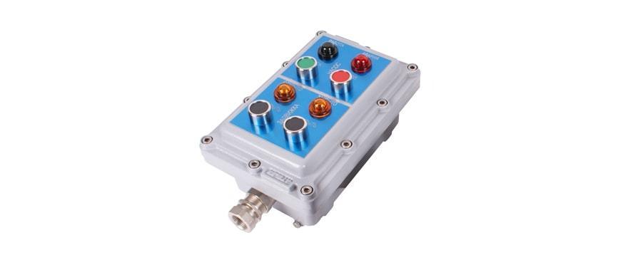 Пост с возможностью размещения до 8-ми элементов индикации/управления и установки 2-ух кабельных вводов