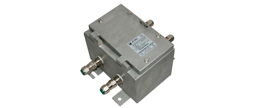 Коробка клеммная взрывобезопасная с кабельными вводами под бронированный кабель. Габарит 234х324х20